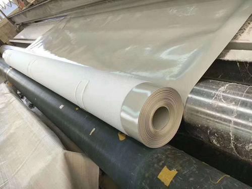 在铺设过程施工复合土工膜规范