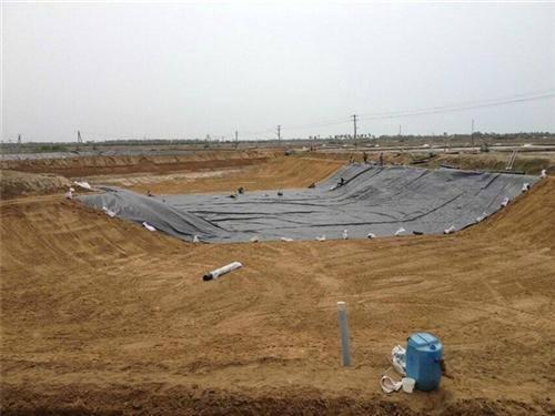 施工合成土工材料膜斜坡铺设工艺