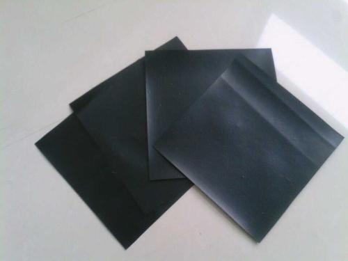 土工材料膜面上的保护层怎么设置呢?