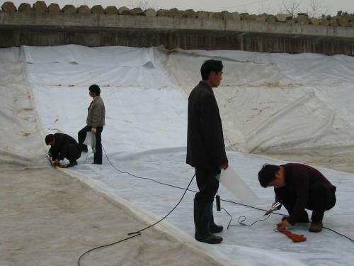 人工湖水库使用复合膜防渗的原理