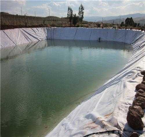 土工膜开槽对施工泥浆不一样的要求