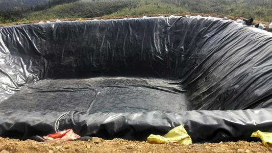 防渗材料膜为什么需要铺设两层呢