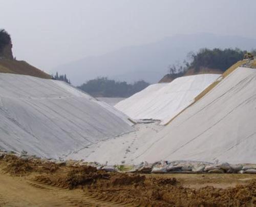 排水板上铺设土工布的作用