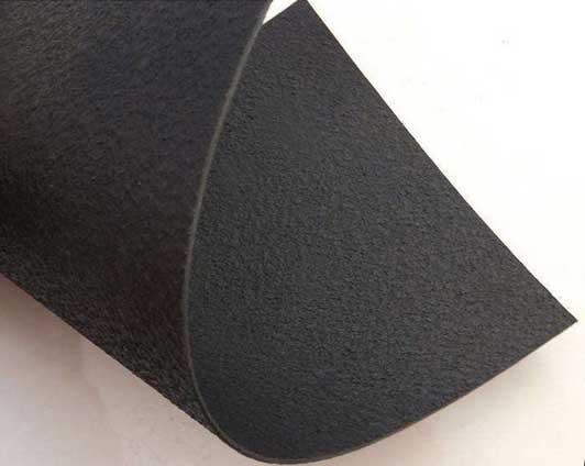 糙面土工膜是一种表面有粗糙纹路的HDPE土工膜