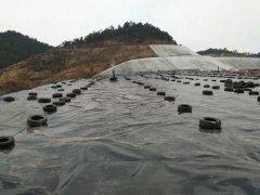 防渗膜垃圾场铺设施工案